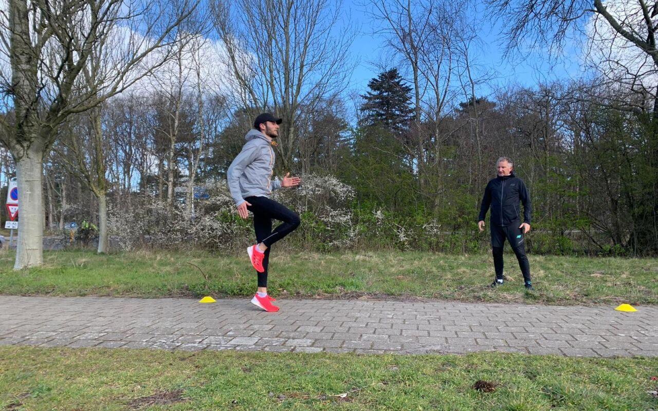 Trainer Louis Dam: de snelle hardloopschoenen met carbon zijn de toekomst!