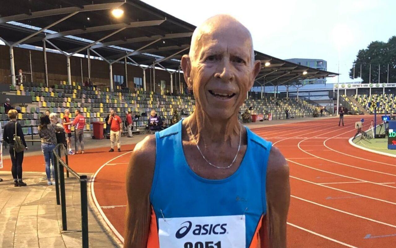 Ook zonder wedstrijden blijft Walter (80) doorlopen