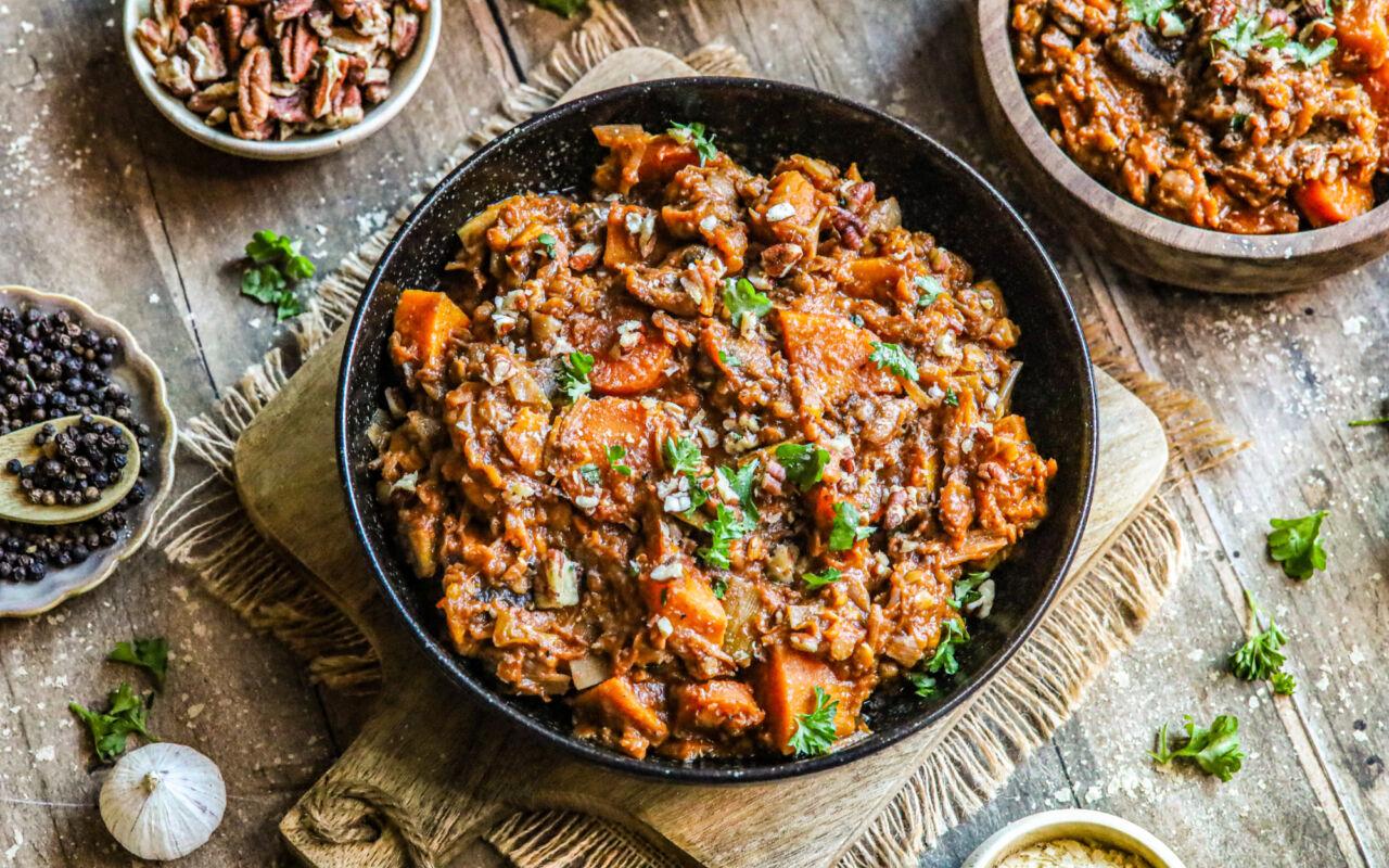 Vezelrijk stoofpotje met linzen, zoete aardappel en wortel