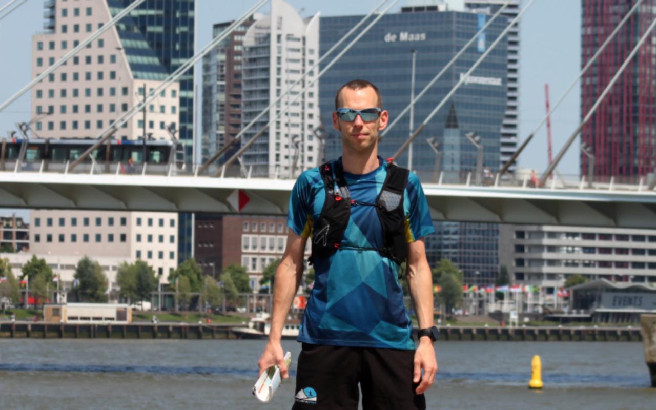René Kuijs gaat door alle (ruim 4000!) straten van Rotterdam lopen