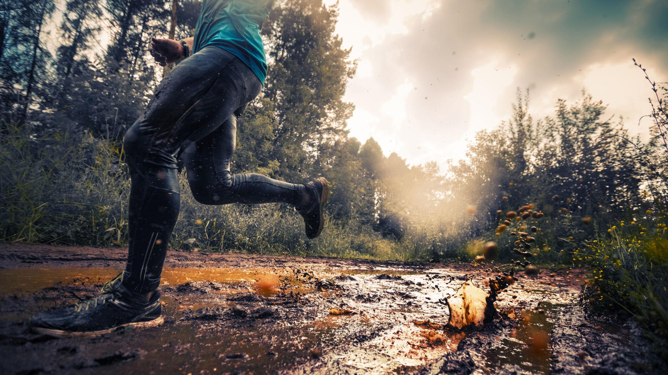 5 x stampen door de modder