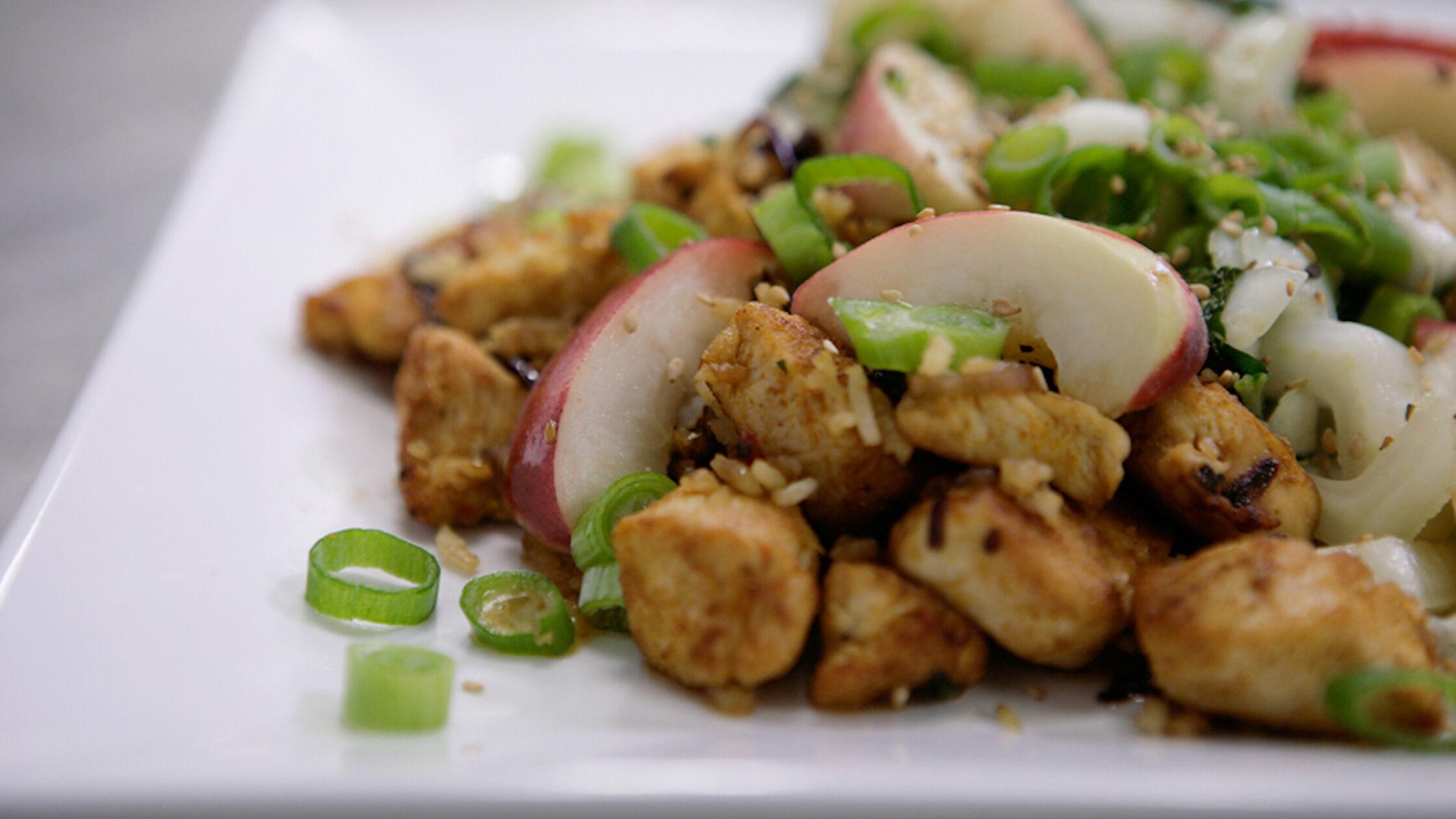 Recept: kip met paksoi en perzik