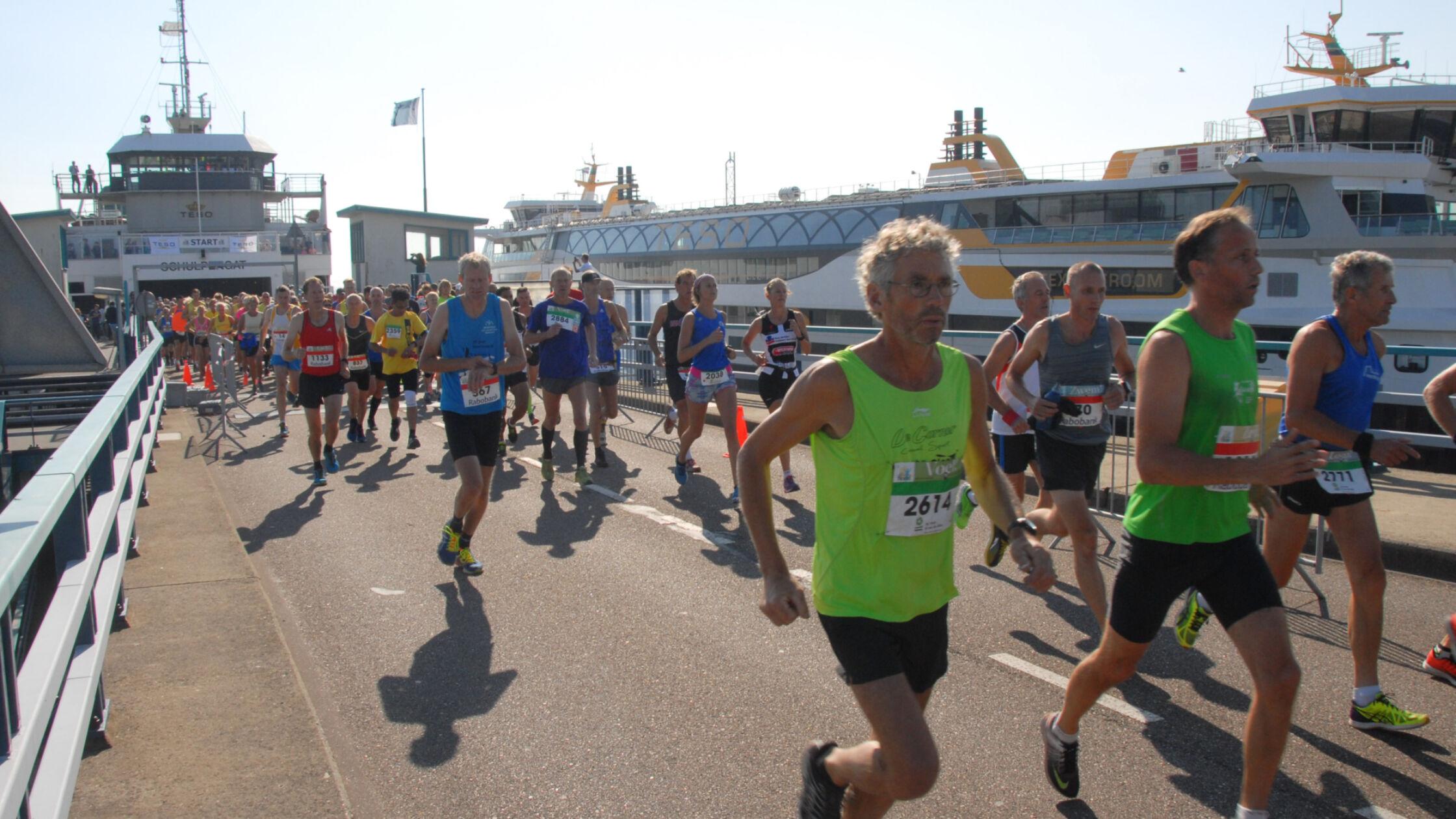 Texel Halve Marathon: unieke loop met bootstart