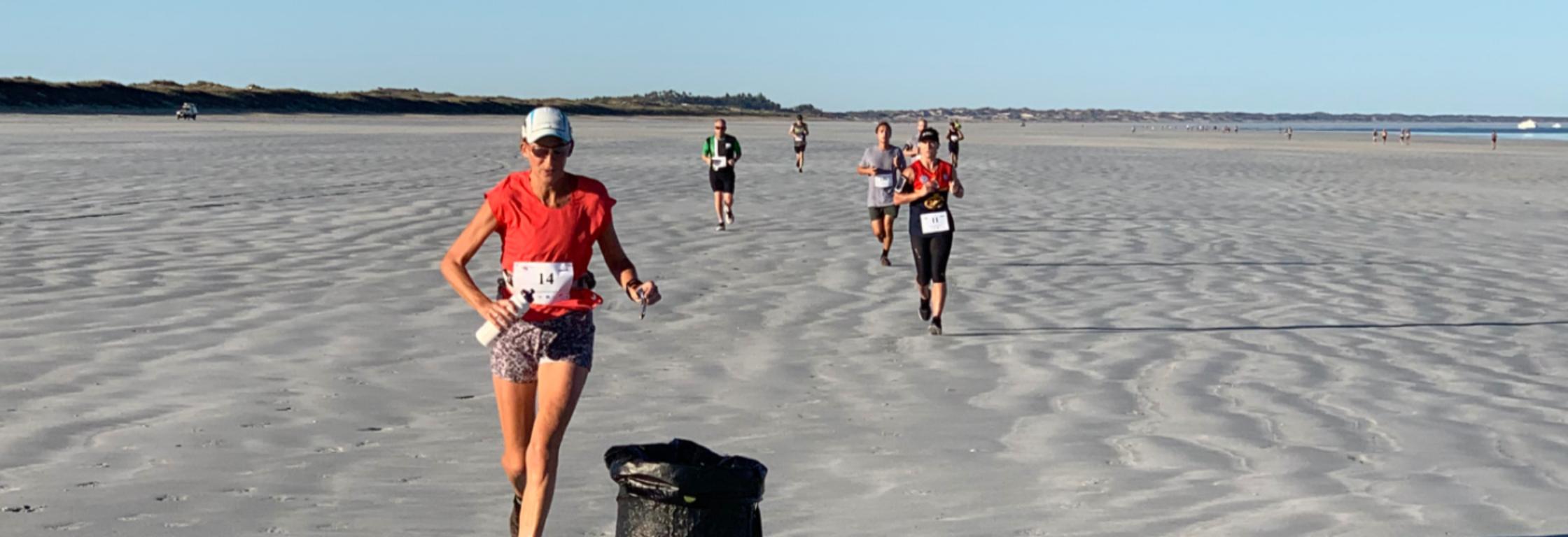 Ingrid IJsebaert liep een marathon in extreme hitte 100% over strand