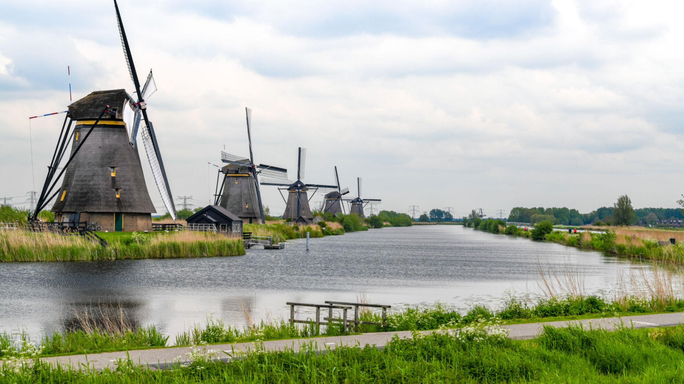 Aanschouw typisch Hollands aanzicht op de Kinderdijk